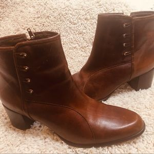 Naturalizer Brown Leather Booties Button Detail